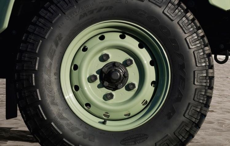 Land Rover Defender Heritage 6